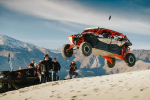 Maverick X3 MAX X rs - Gold _ Can-Am Red - Dunes 2