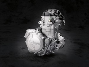 145905_18_yz450f_feature-engine_01_rgb