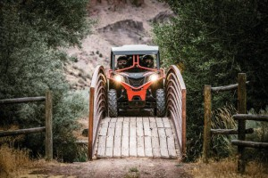Maverick Trail DPS 1000 - Can-Am Red - Trail Riding 1_tif