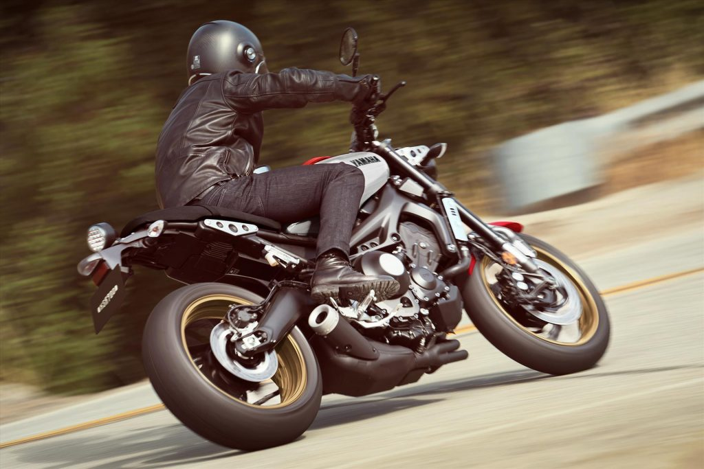 Yamaha XSR900 Turning on Road